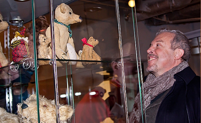 Андрей Макаревич представил провокационную куклу