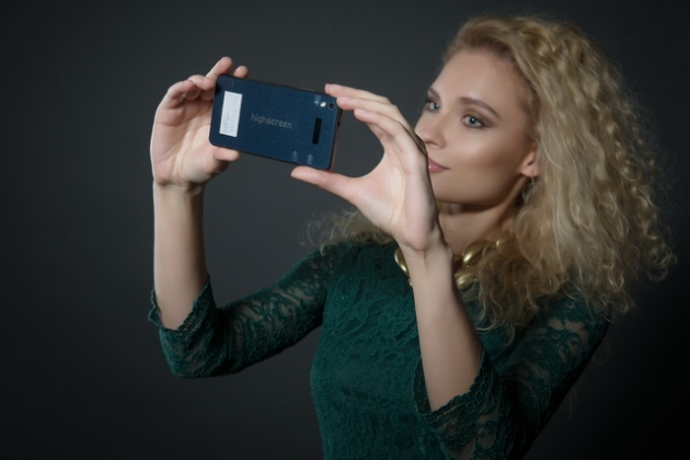 Обзор смартфона Highscreen ICE 2 с дополнительным экраном