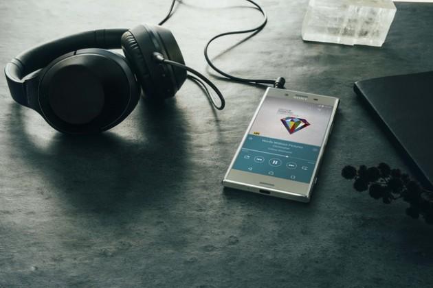 Sony Mobile объявляет о запуске флагманского смартфона XperiaTM XZ Premium в России